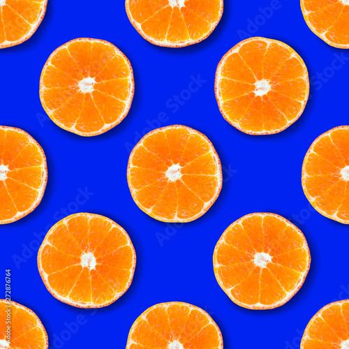 Foto op Canvas Vruchten Seamless pattern made of tangerin on a bright blue background