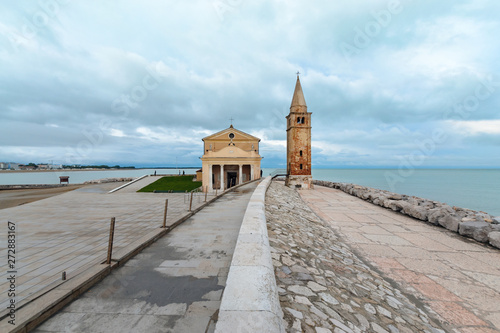 embankment in Caorle with the church, day foto