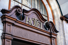 Vintage Sing HOTEL On The Faca...