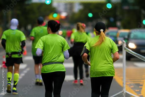 Poster Buenos Aires Group of men and women seen from behind run a marathon