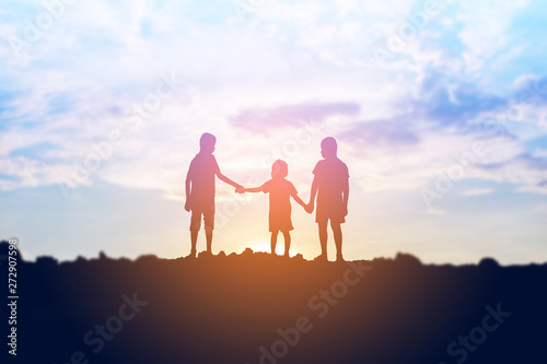 Pinturas sobre lienzo  silhouette of a happy children and happy time sunset