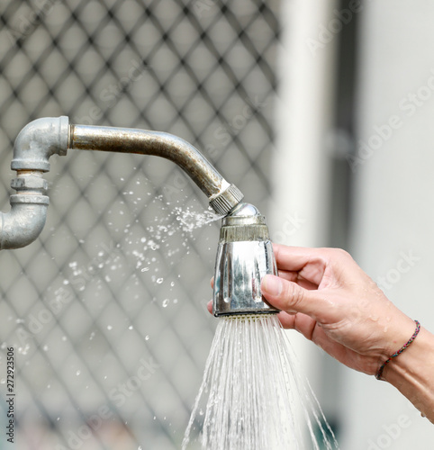 hand adjust the shower head and water leakage