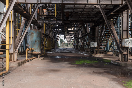 Spoed Fotobehang Oude verlaten gebouwen Industrial buildings in an abandoned factory