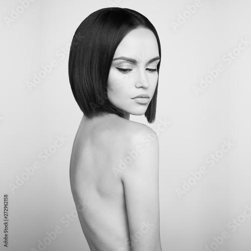 Poster womenART Fashion beautiful brunette with short haircut. Black and white studio portrait