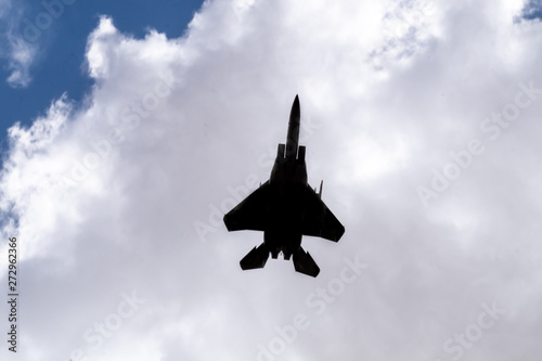 Photo  Silhouette of F-35 aircraft fly on blue sky and clouds background