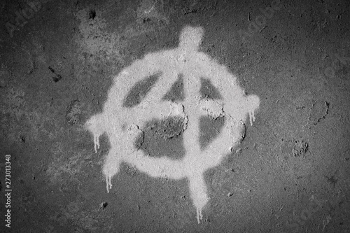 Valokuvatapetti Anarchy symbol spray painted on the wall