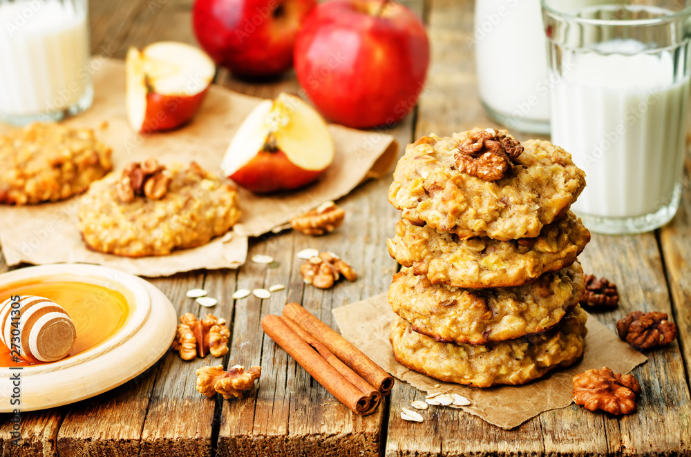 Fototapety, obrazy: apples oats cinnamon cookies on a wood background.