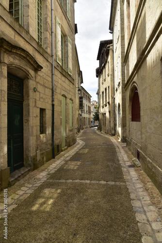 Printed kitchen splashbacks Narrow alley Ruelle typique dans le quartier médiéval de Périgueux en Dordogne
