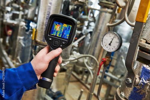 Fotografía  thermal imaging inspection of water pump equipment