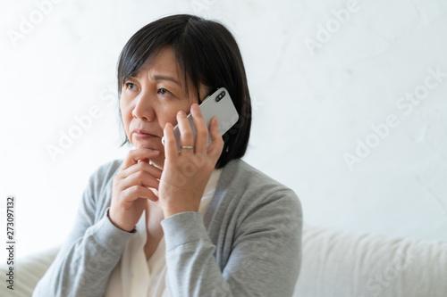 ミドル 女性 電話 Canvas Print