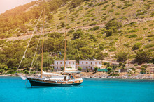 The Modern Yacht Stylized To T...