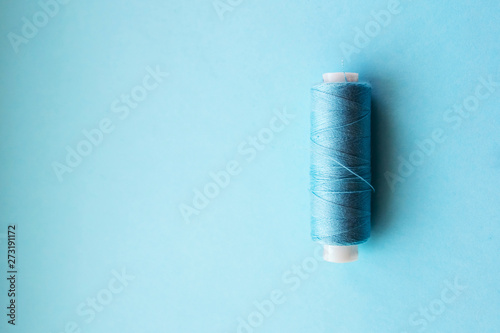 Multicolored thread coils on pink blue background Fototapet
