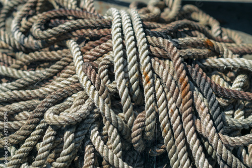 Valokuvatapetti Thick rope in the web and rust. Anchor halyard. Old dirty rope