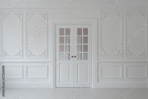 Valokuvatapetti Luxurious bright interior of the living room in Baroque style with stucco and double door