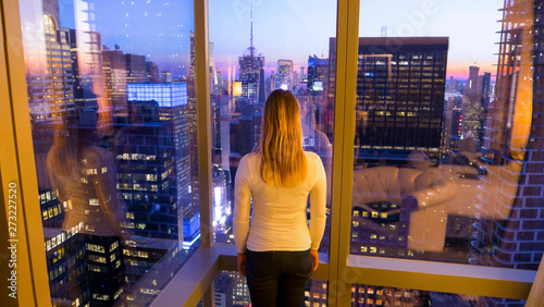 fototapeta na lodówkę CLOSE UP: Unrecognizable tourist watches the spectacular evening cityscape.