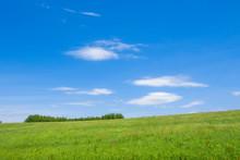 草原と大地と青空 シンプル背景 日本の北海道
