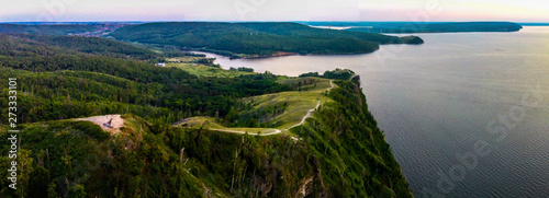 Arial view of Zhiguli mountains with green trees and Volga river in Samarskaya L Canvas-taulu