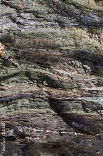 Papel de parede Textura da superfície da rocha natural, onde se podem ver as camadas de rocha e os cristais formados ao longo do tempo