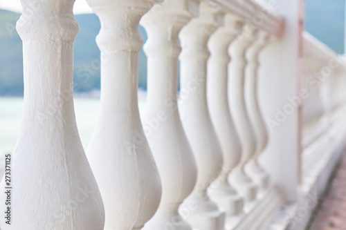 Cuadros en Lienzo Beautiful white fence of columns on the waterfront by the sea