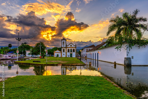 Leinwanddruck Bild - ekaterina_belova : Historical center of Paraty at sunset, Rio de Janeiro, Brazil. Paraty is a preserved Portuguese colonial and Brazilian Imperial municipality