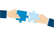 パズルを持つ二人の手のイメージ