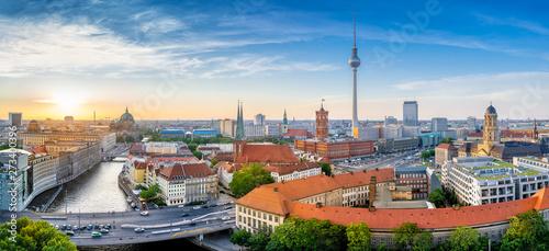 Spoed Fotobehang Berlijn panoramic view at the berlin city center while sunset