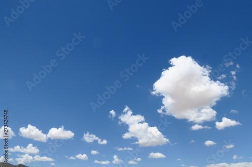 Fotografia  Nuages blancs dans le ciel bleu