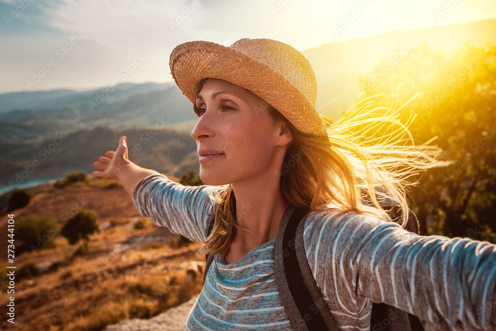 Fototapeta happy carefree travel adventure