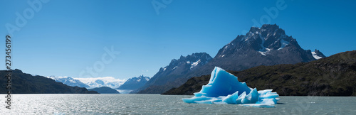 Panorama of the Grey with the blue iceberg (bergy bit  floating in it Fototapet