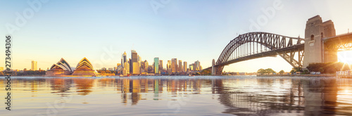 Spoed Fotobehang Bruggen Panorama of Sydney harbour and bridge