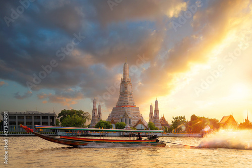 Photo Stands Ship Long tail speed bost with Wat Arun temple