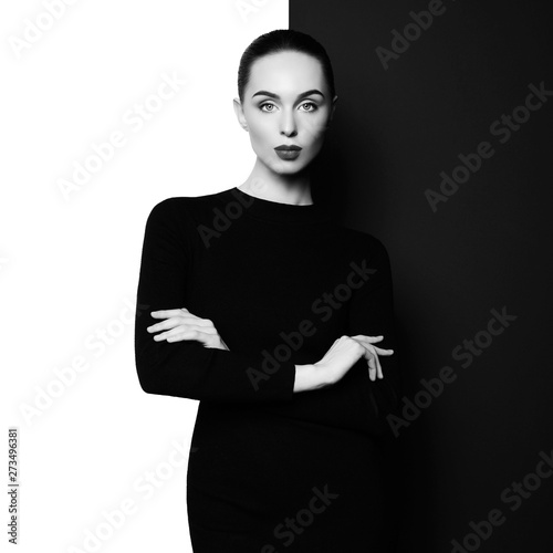 Tuinposter womenART Elegant blode in geometric black and white background