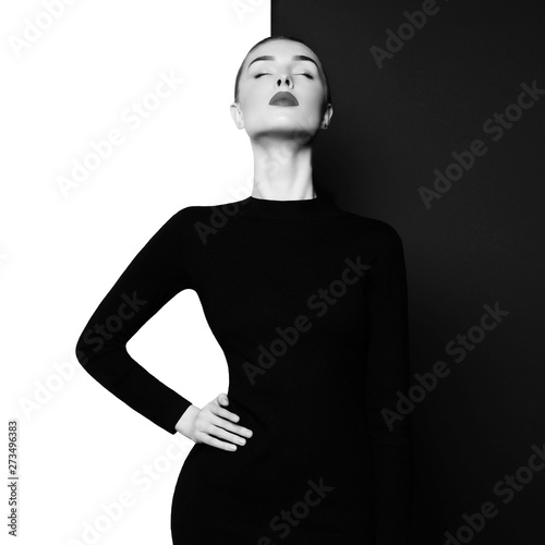 In de dag womenART Elegant blode in geometric black and white background