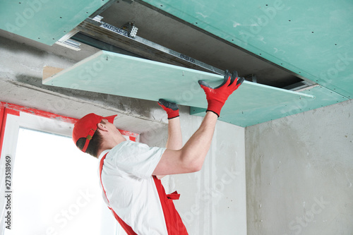 Fényképezés gypsum plasterboard construction work at suspended ceiling