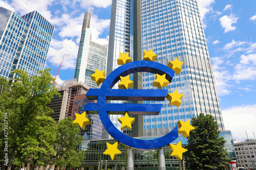 Photo  Business and finance concept with giant Euro sign at European Central Bank headq