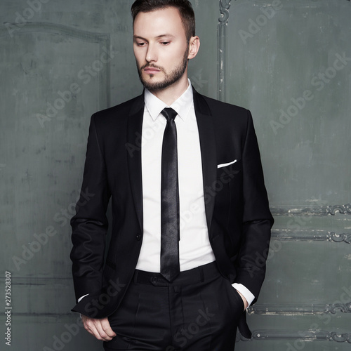 Photo sur Aluminium womenART Portrait of handsome stylish man in elegant black suit