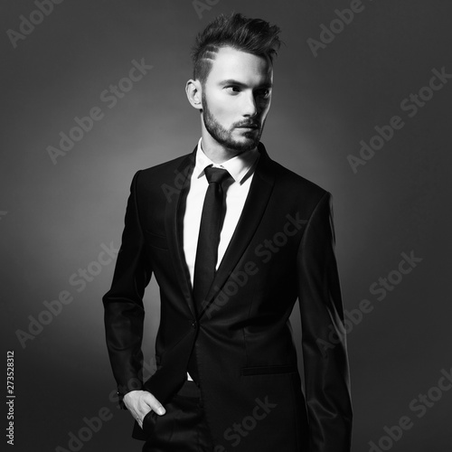 Küchenrückwand aus Glas mit Foto womenART Handsome stylish man in black suit