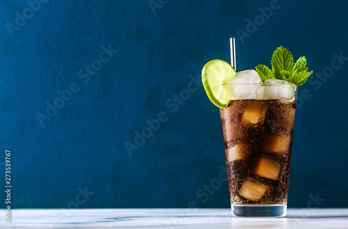 Fotoposter Sap Coca Coke cocktail in a tall glass cuba libre. refreshing summer drink