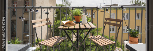 City balcony with wooden table Fototapet
