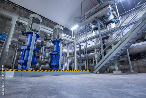 Fotomural  Water treatWater treatment plant with filtration system and pumping stationment