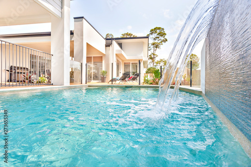 Photo Swimming pool in house front side near garden.