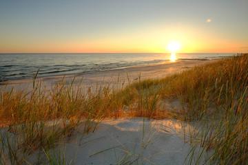 Fototapeta Współczesny Piaszczyste wydmy na wybrzeżu Morza Bałtyckiego, Dźwirzyno ,Polska.