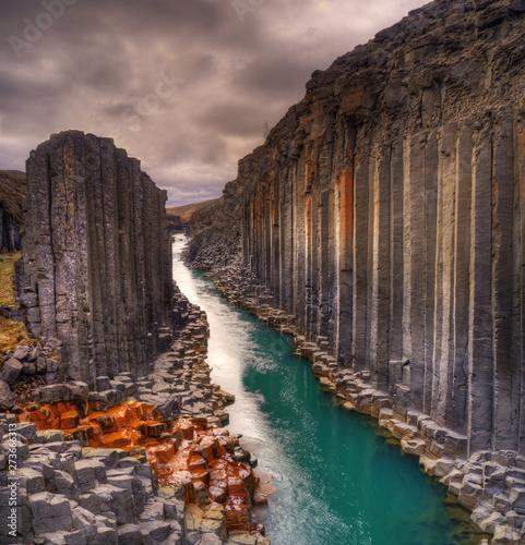 Stickers pour portes Saumon Studlagil basalt canyon, Iceland
