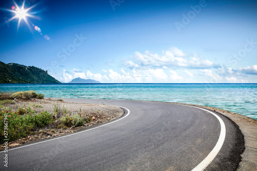 Foto auf Leinwand Dunkelgrau Summer road background of free space for your decoration and ocean landscape.