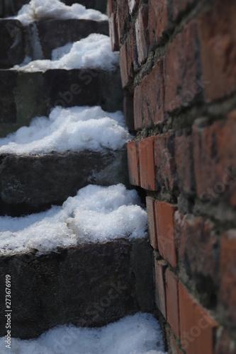 Fototapeta Cegła mur schody śnieg obraz