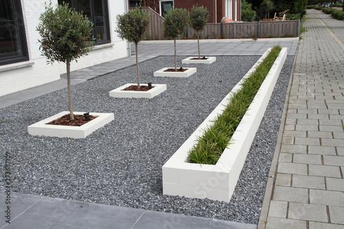 Fotografía  ein moderner Vorgarten