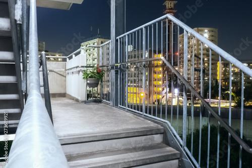 Fotografija 階段から見える夜の街