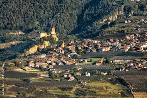 Pinturas sobre lienzo  Castel and VillageTirolo, Merano, Trentino-Alto Adige, Italy, xxl+more: bartussek