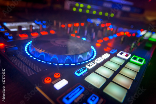 mesa de mezclas con iluminacion en el disco Canvas Print