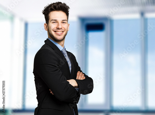 Photo sur Aluminium Individuel Young manager in his office